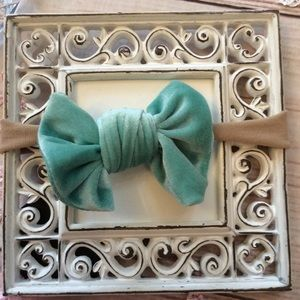 Other - Boutique Baby Girls Seafoam Green Velvet Headband